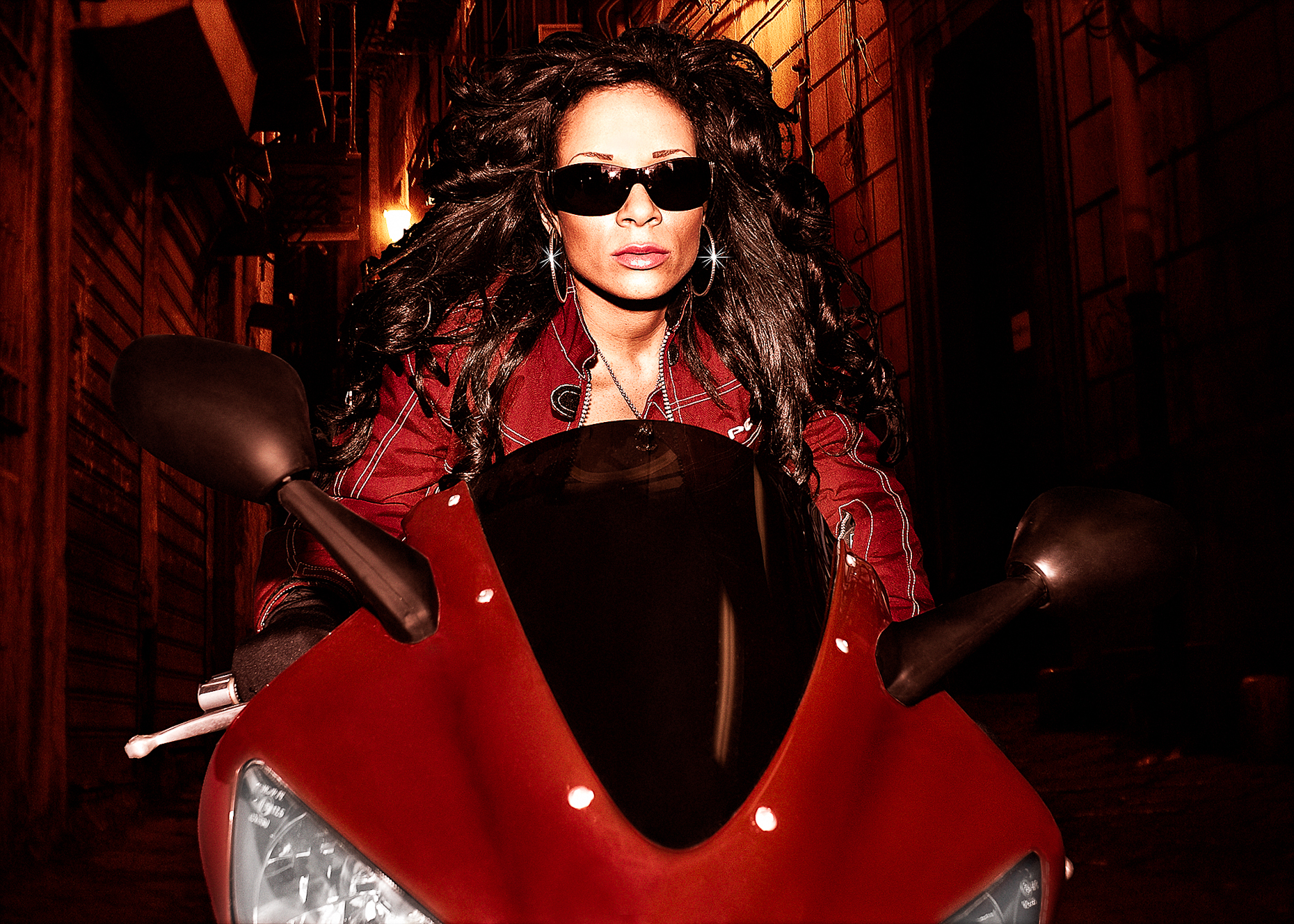 Victoria Beckham Bike in alley night rider